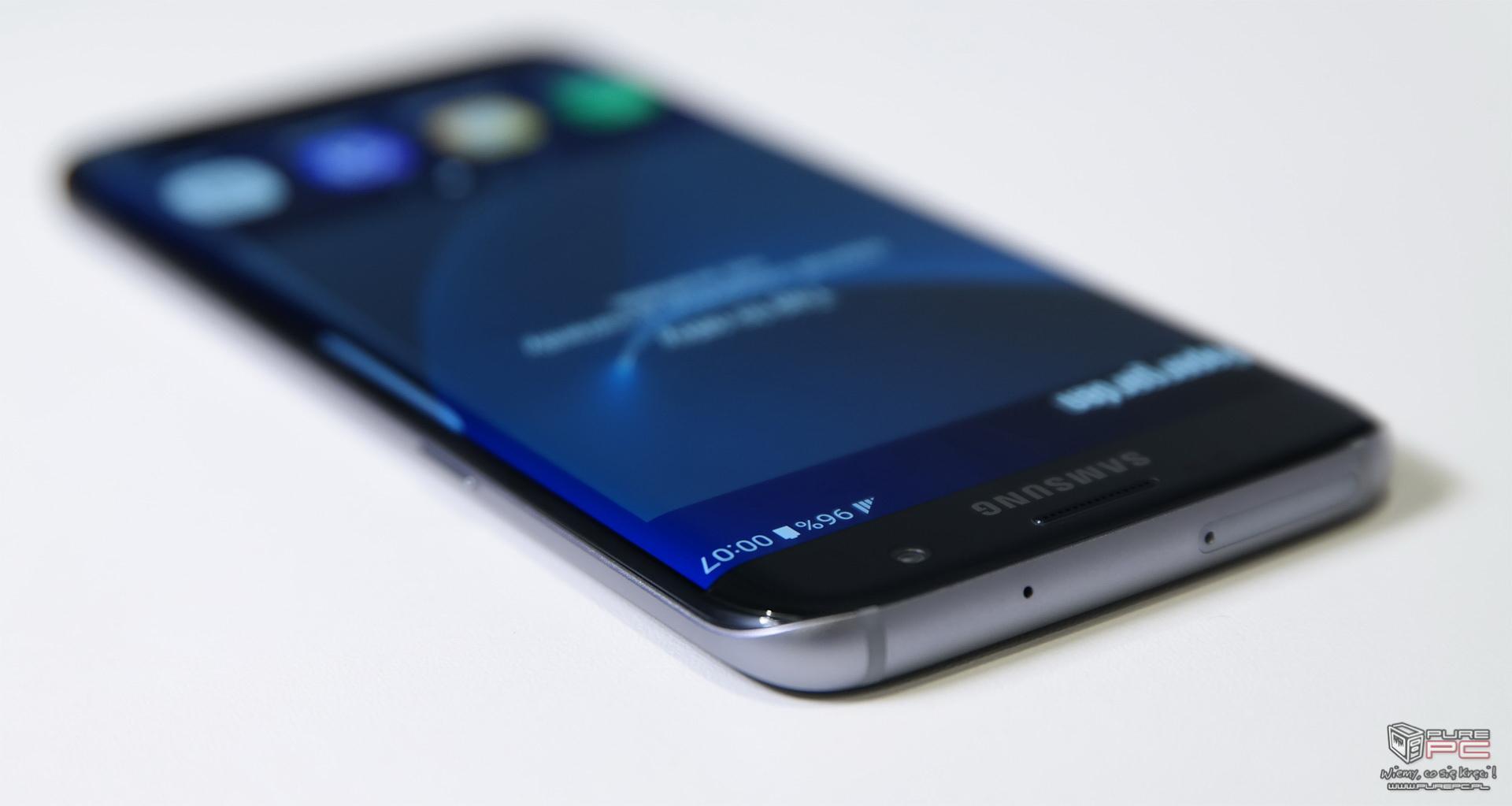 Ustawienia smartfona Samsung Galaxy S6 Edge pozwalają na dostosowanie wyświetlacza zgodnie z czterema trybami Wyświetlacz w trybie adaptacyjnym