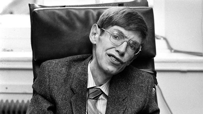 Stephen Hawking - krótka historia życia genialnego astrofizy [1]