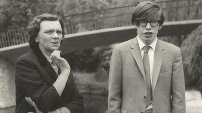 Stephen Hawking - krótka historia życia genialnego astrofizy [2]