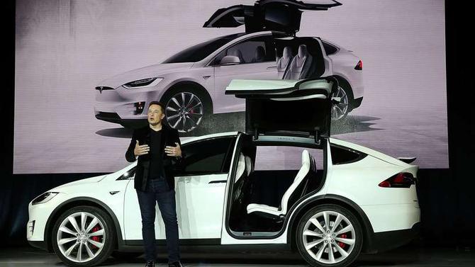 Niewiarygodna historia Elona Muska: Przez trudy do gwiazd [13]