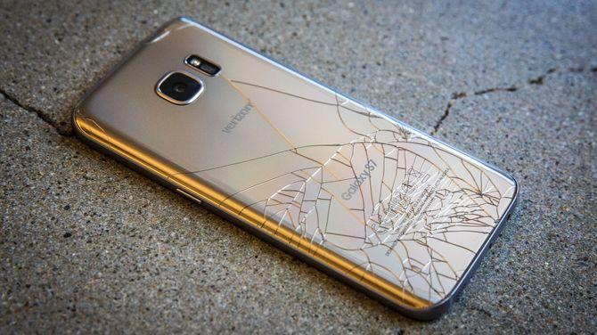 Najgłupsze trendy smartfonowe, czyli co drażni użytkowników [6]