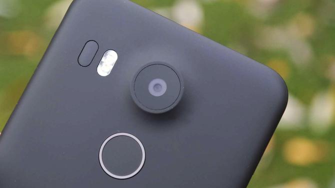Najgłupsze trendy smartfonowe, czyli co drażni użytkowników [8]