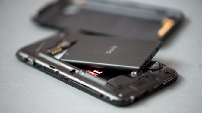 Najgłupsze trendy smartfonowe, czyli co drażni użytkowników [9]