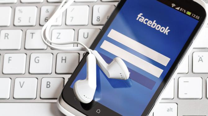 Psychologia Facebooka: Jaki wpływ ma na nasze życie social media [1]