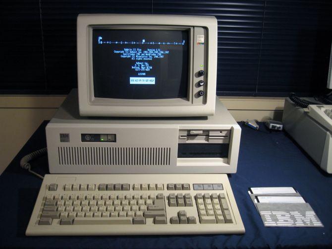 35 lat temu IBM pokazał PC AT z kluczykiem i dyskiem twardym [3]