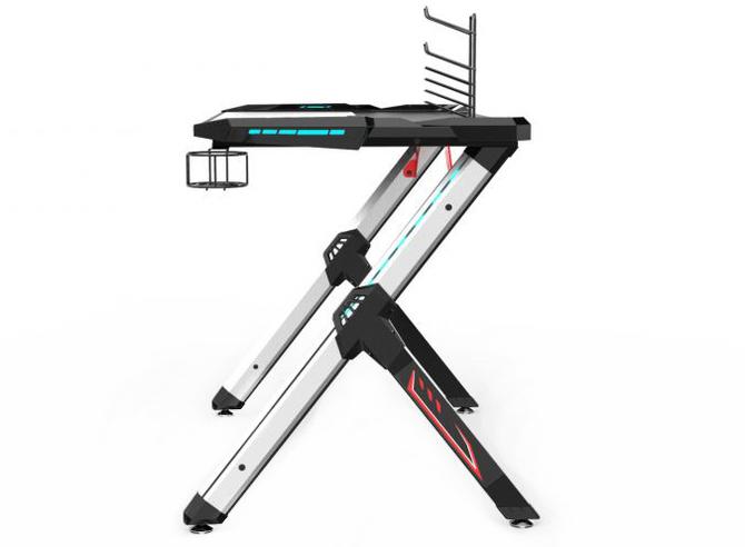 Test biurka Ultradesk Star: gdy miejsca na granie mamy niewiele [22]