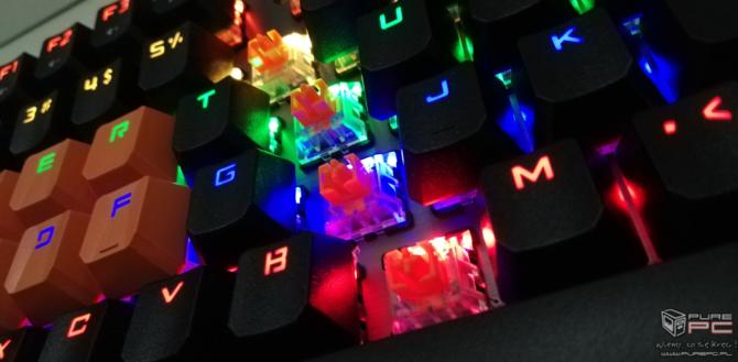 Test Bloody B760: Neonowy blask i optyczne przełączniki LK Orange [13]