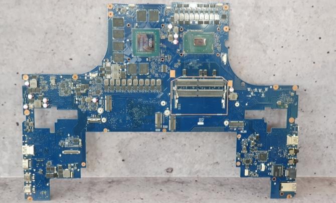 Notebook ASUS ROG Mothership GZ700GX z i9-9980HK i RTX 2080  [3]