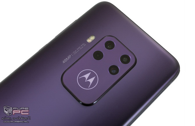 Test Motorola One Zoom: 4 dni na baterii i 4 sensowne aparaty [nc4]