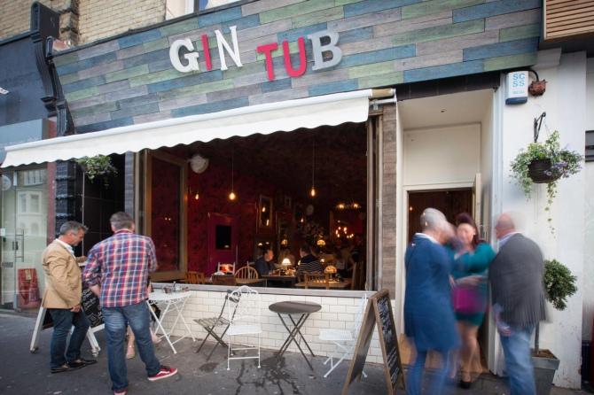 Gin Tub - bar, który całkowicie odciął się od sygnału GSM [1]