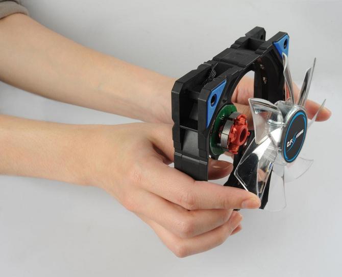 Enermax D.F.VEGAS - samoczyszczące, gamingowe wentylatory [2]