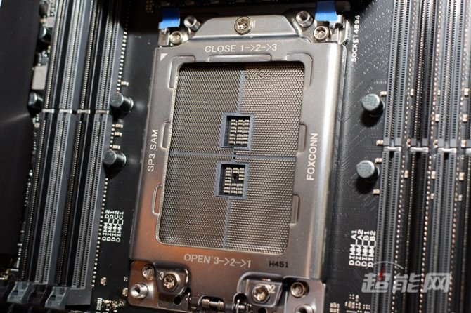 ASUS X399 Zenith Extreme - płyta główna dla Threadripperów [2]