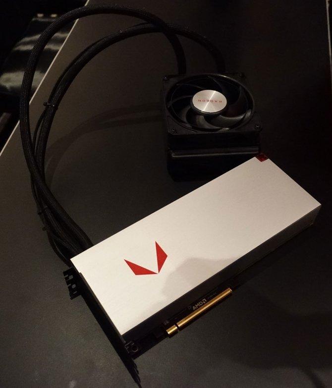 AMD Radeon RX Vega pozuje do zdjęć w dwóch różnych wersjach [3]