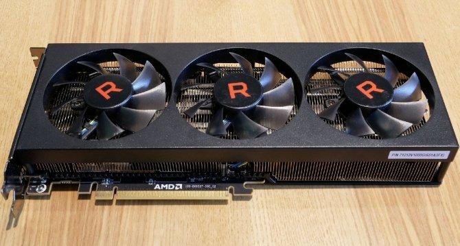 AMD Radeon RX Vega 56 - prototyp z trzema wentylatorami [1]