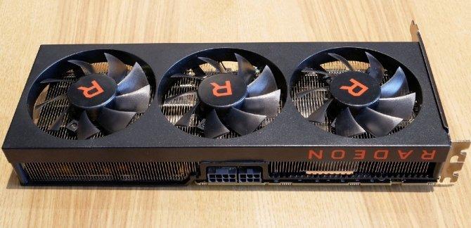 AMD Radeon RX Vega 56 - prototyp z trzema wentylatorami [2]