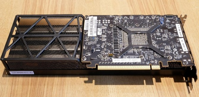 AMD Radeon RX Vega 56 - prototyp z trzema wentylatorami [3]