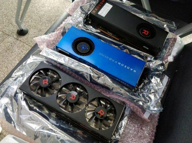 AMD Radeon RX Vega 56 - prototyp z trzema wentylatorami [6]