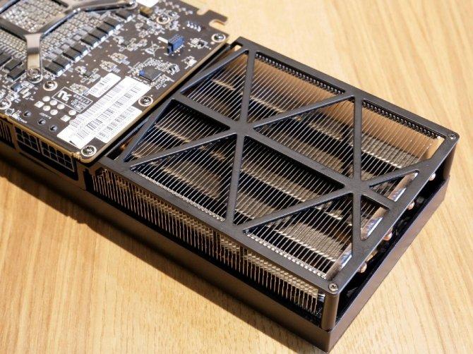 AMD Radeon RX Vega 56 - prototyp z trzema wentylatorami [7]