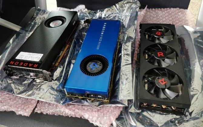 AMD Radeon RX Vega 56 - prototyp z trzema wentylatorami [8]