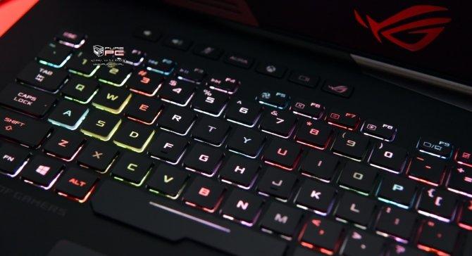 ASUS ROG Chimera - laptop z matrycą o odświeżaniu 144 Hz [4]