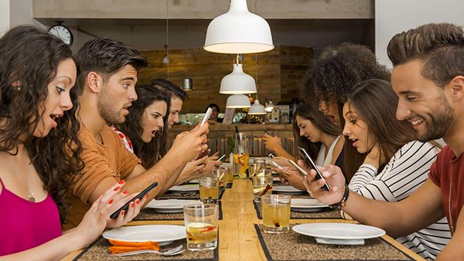 Wstrząsające badania: Po co mi przyjaciel, gdy mam telefon? [1]