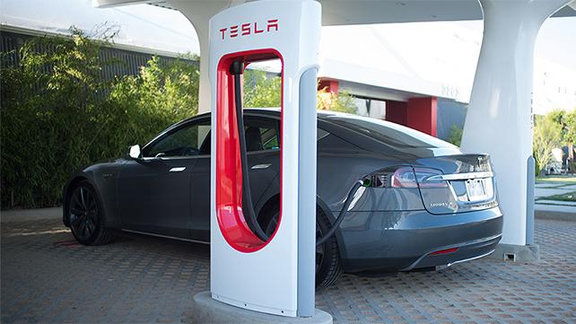 Ładowanie samochodów Tesla w USA drożeje nawet o 100% [3]