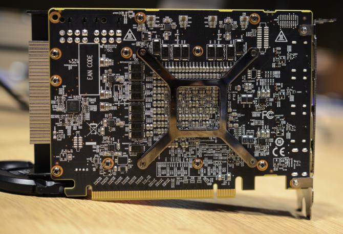 On istnieje PowerColor pokazuje prototyp Radeon RX Vega Nano [3]