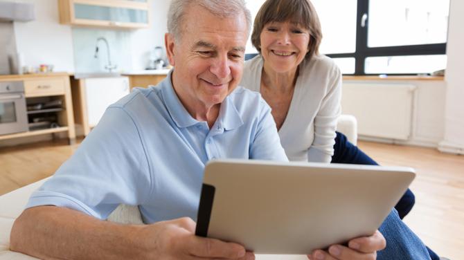 Pracodawcy: pracownicy 50+ za starzy na nową technologię [2]