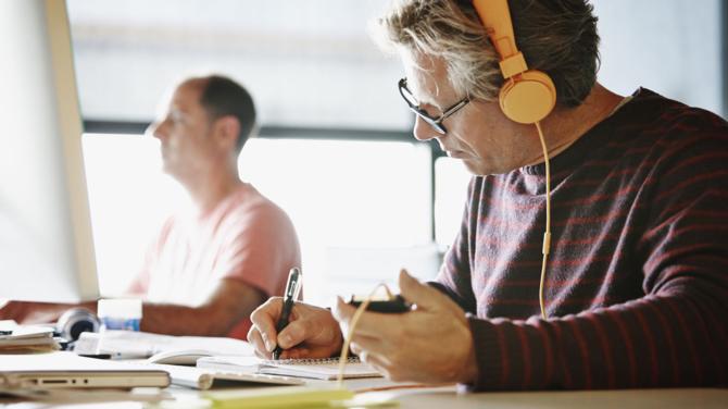 Pracodawcy: pracownicy 50+ za starzy na nową technologię [3]