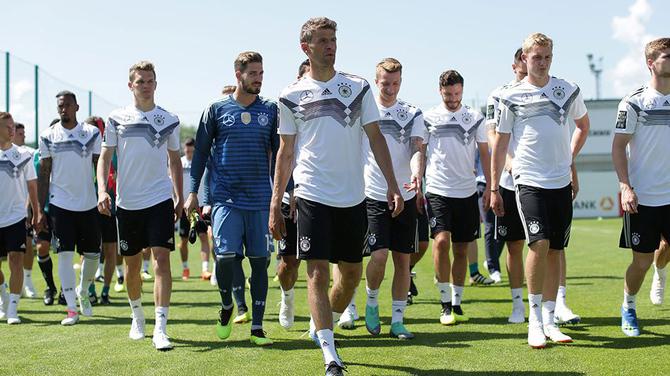 Niemieccy piłkarze przegrali Mundial przez granie w Fortnite [2]