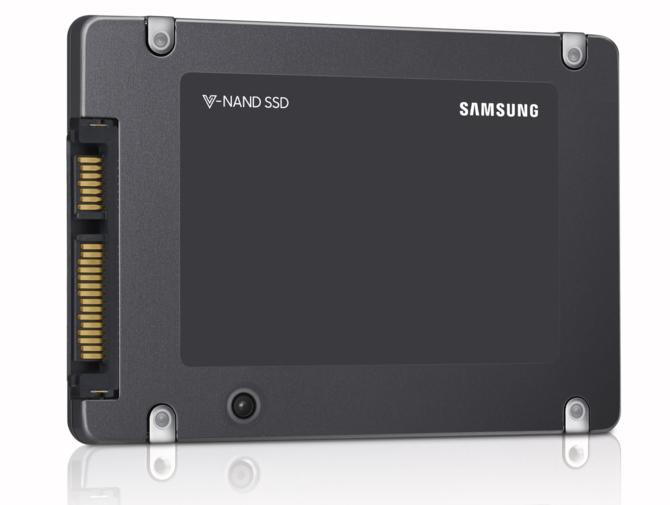 Samsung rozpoczyna masowa produkcję SSD z pamięciami QLC [3]