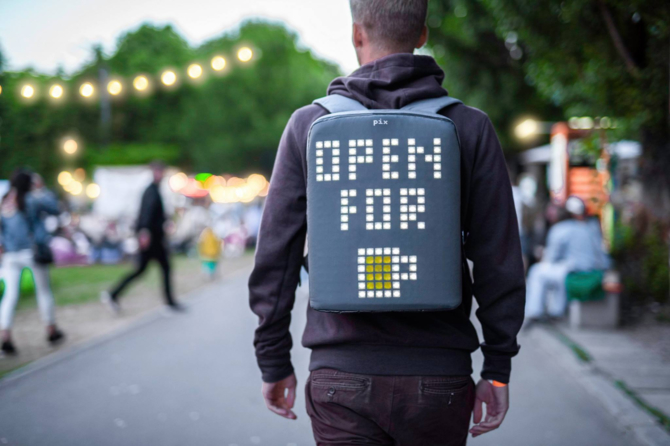 Co nosisz na plecach? Duże, animowane piksele [9]