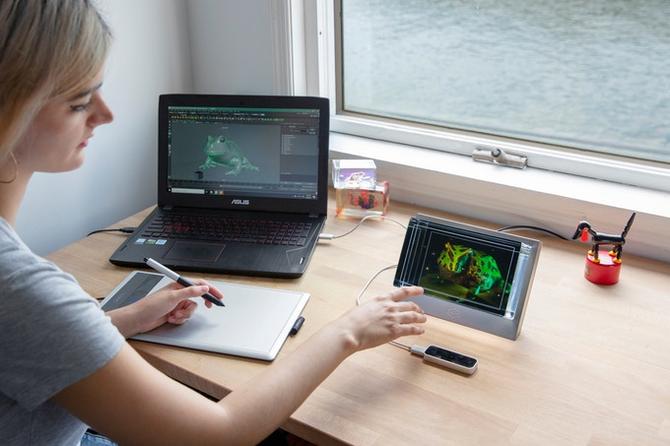 Nowy ekran 3D The Looking Glass: hologram zatopiony w szkle  [1]
