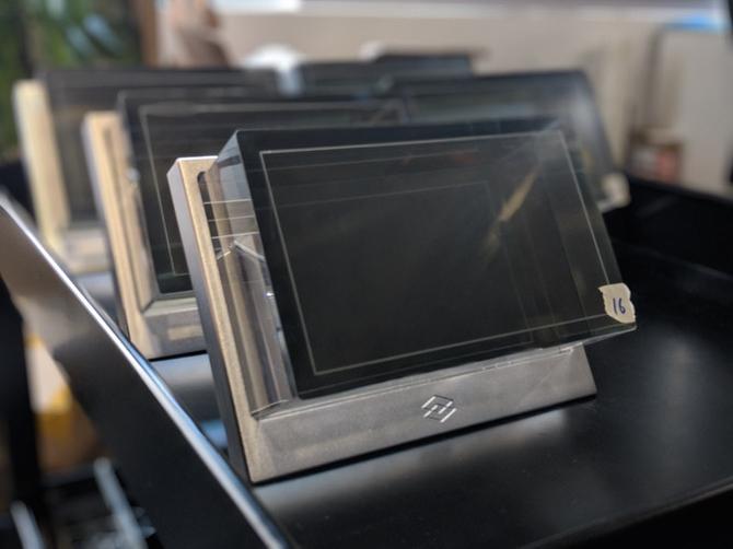 Nowy ekran 3D The Looking Glass: hologram zatopiony w szkle  [2]