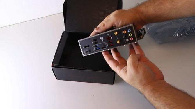 Pokazano płyty główne ASUS ROG STRIX Z390-I oraz PRIME Z390-A [4]
