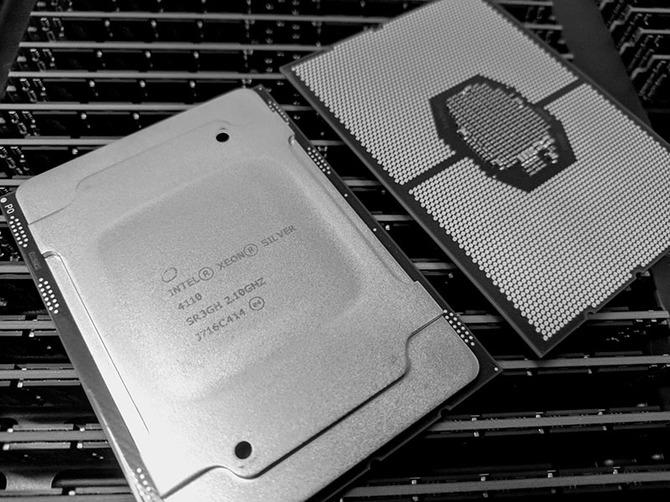Intel walcząc z AMD oferuje spore zniżki na procesory Xeon [2]