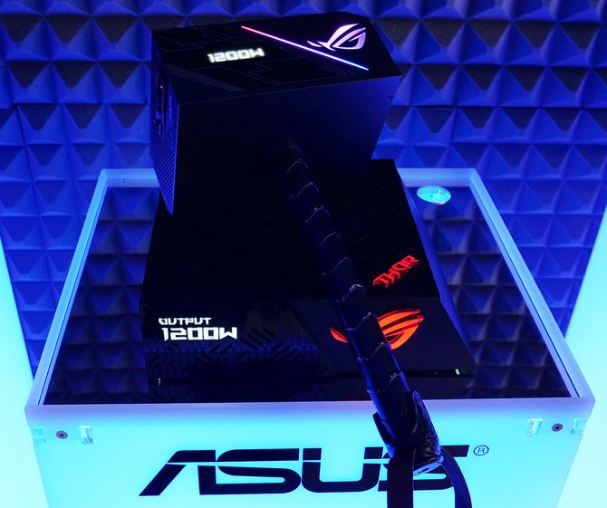 ASUS ROG Thor - Seria gamigowych zasilaczy z wyświetlaczem OLED [2]
