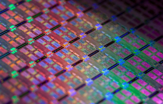 Intel zwiększa produkcję procesorów w litografii 14 nm [1]