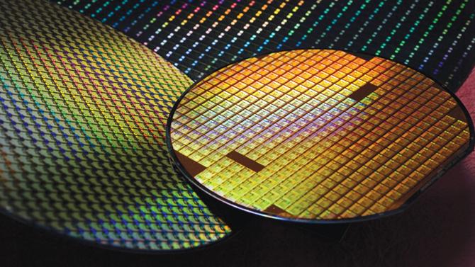 Intel zwiększa produkcję procesorów w litografii 14 nm [3]