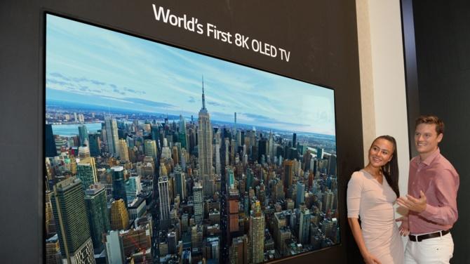 Samsung Q900: TV 8K za 15 tys. dolarów dostępny w październiku [2]