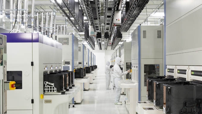 Pierwsze 96-warstwowe pamięci 3D NAND do smartfonów  [1]