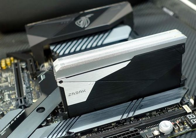 Procesory Intel Core 9. generacji obsłużą do 128 GB pamięci RAM [2]