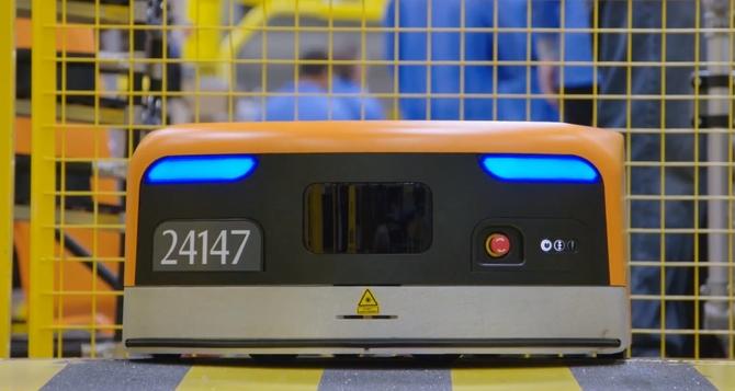 Amazon chwali się wydajnością robotów Kiva wyposażonych w AI [3]