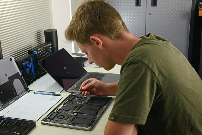 Układ T2 od Apple może blokować laptopa bez oryginalnych części  [2]