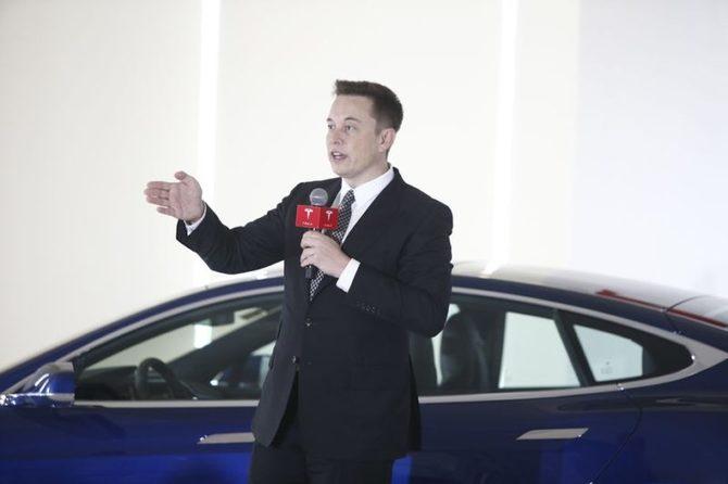 Samochody Tesla będą rozpoznawały pojazdy służb ratowniczych [1]