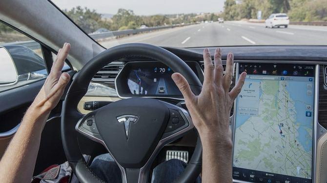 Samochody Tesla będą rozpoznawały pojazdy służb ratowniczych [2]