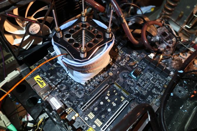 Osiągnięto nowy rekord świata w OC dla 8-rdzeniowego CPU [1]