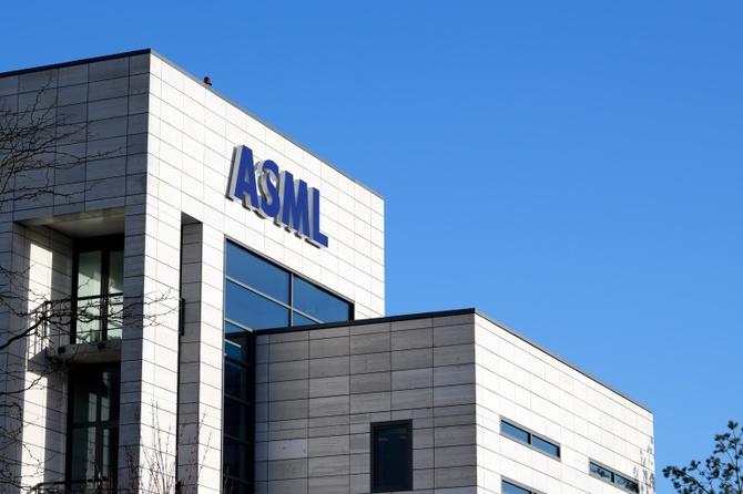 ASML pracuje nad nowymi maszynami do litografii EUV [2]