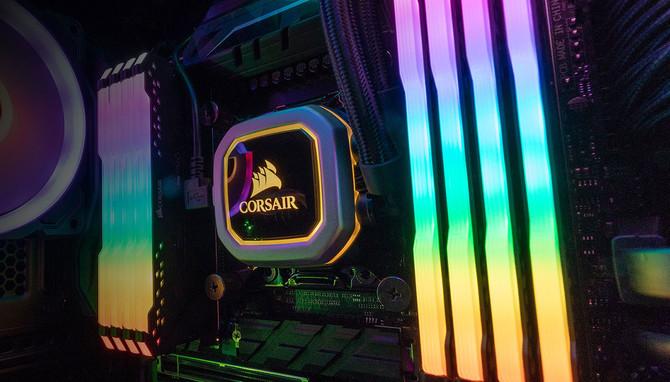 Corsair prezentuje zestawy atrap modułów RAM DDR4 z RGB LED [1]