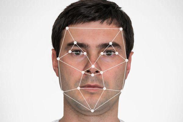 Rozpoznawanie twarzy? Wielu smartfonom wystarczy zdjęcie [6]